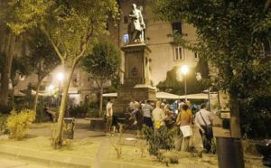 Caccia-al-tesoro-in-Piazza-Bellini
