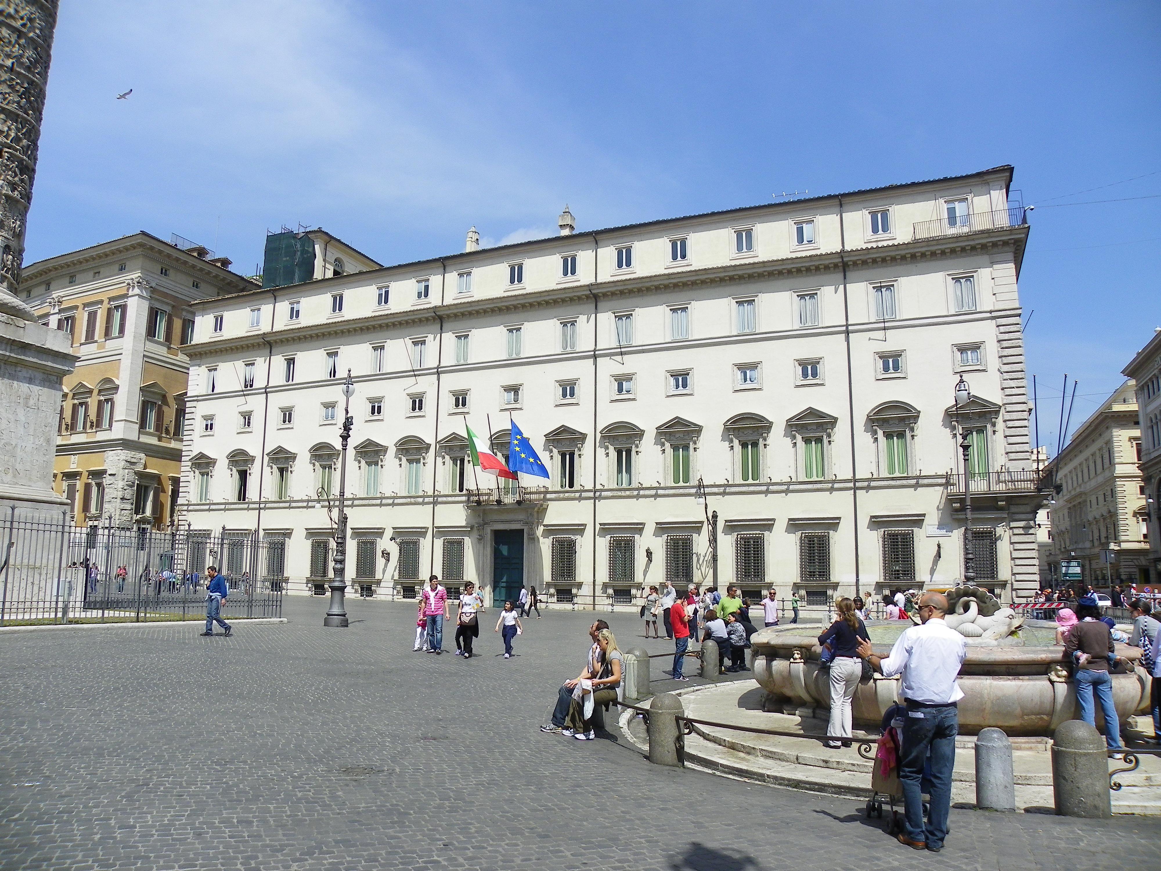 Blitz di studenti a Palazzo Chigi: