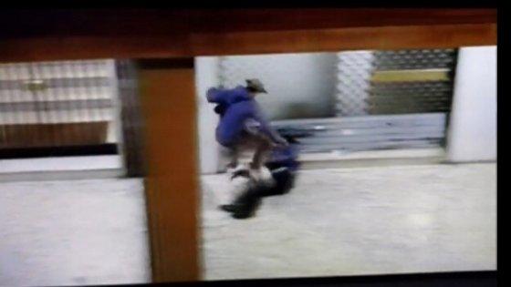 Bologna: ragazzi sullo skate si cimentano nel