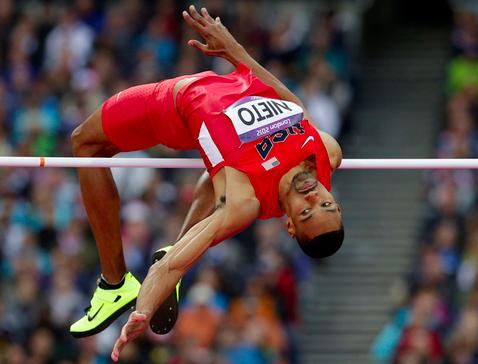 Jaime Nieto, l'atleta che rischia la paralisi dopo un salto.