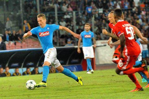 Quattro sberle al Benfica, il Napoli in testa alla Champions