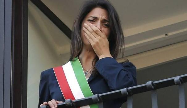 M5S Raggi di bufera, oggi anche Grillo a Roma per decidere i provvedimenti